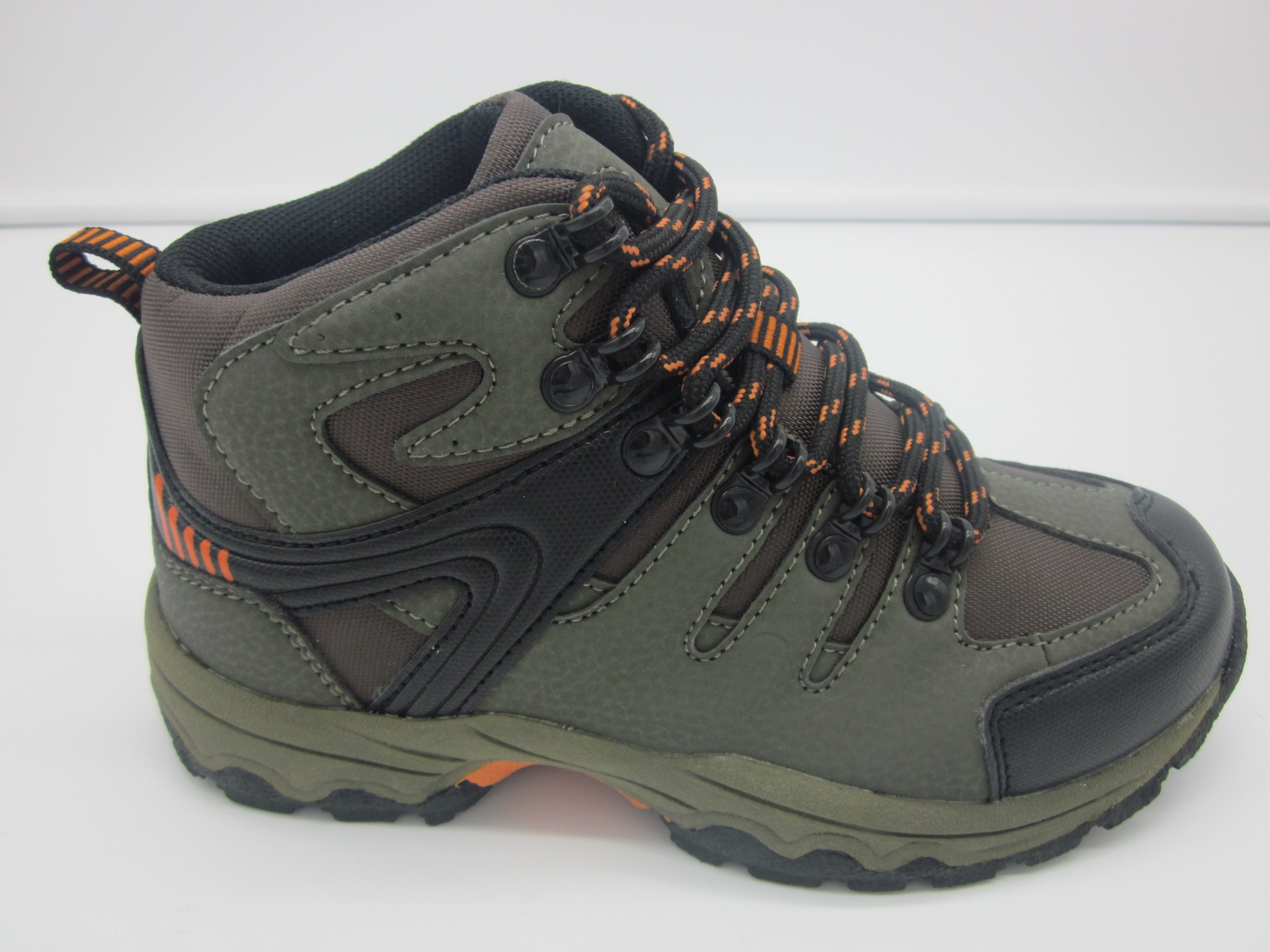 best loved outlet wholesale China High Cut Children Outdoor Hiking Shoes for Boys and Girls ...