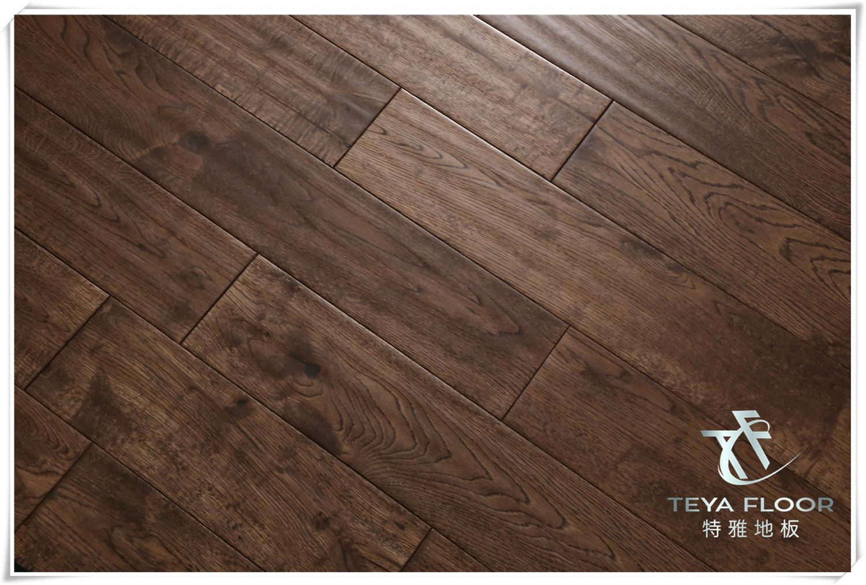 China Oak Solid Wood Flooring Gunstock