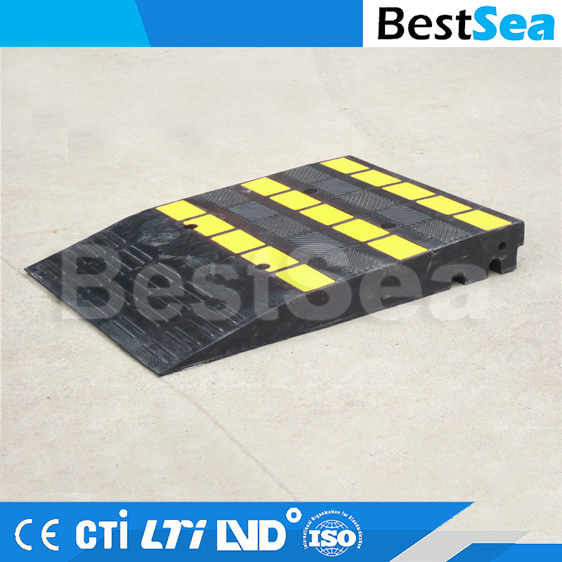 China Customized Recycled Rubber Material Driveway Car Curb