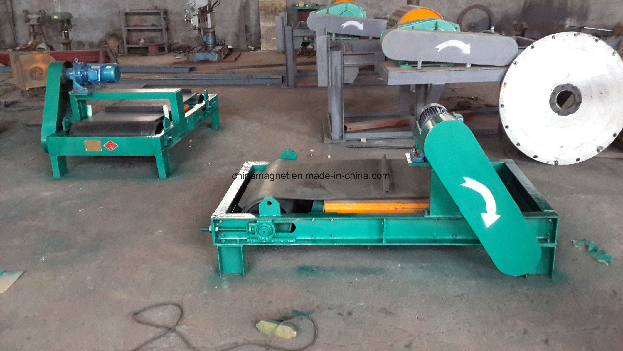 Rcyq Light Type Auto-Cleaning Belt Permanent Magnetic Iron Separator for Belt Conveyor pictures & photos