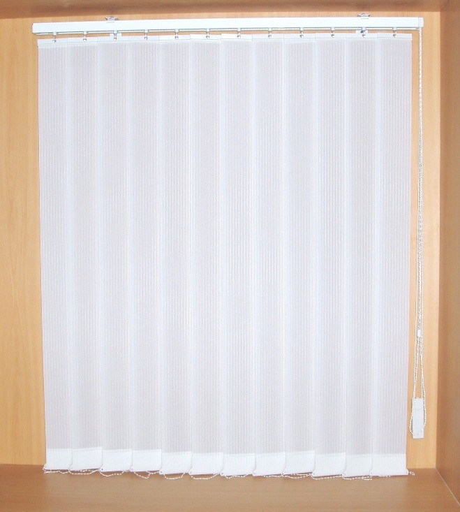 China 89mm Fabric Vertical Blinds Semi Blackout With Manual Control