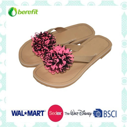 Beautiful Decoration and PU Straps Women′s Fashion Slippers pictures & photos