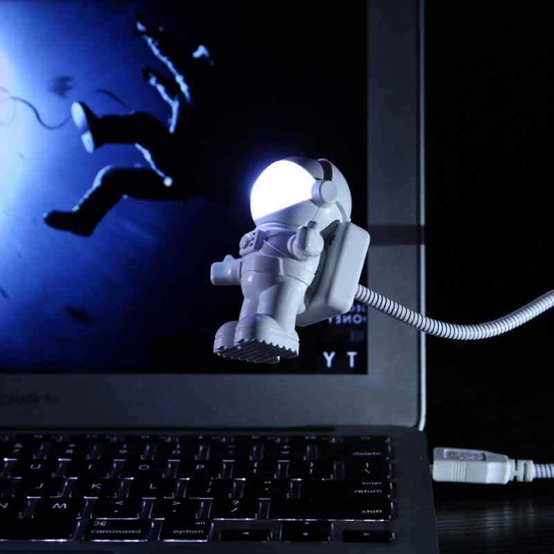 Hot Item Astronauts Small Night Light Usb Led Light Computer Desk Lamp