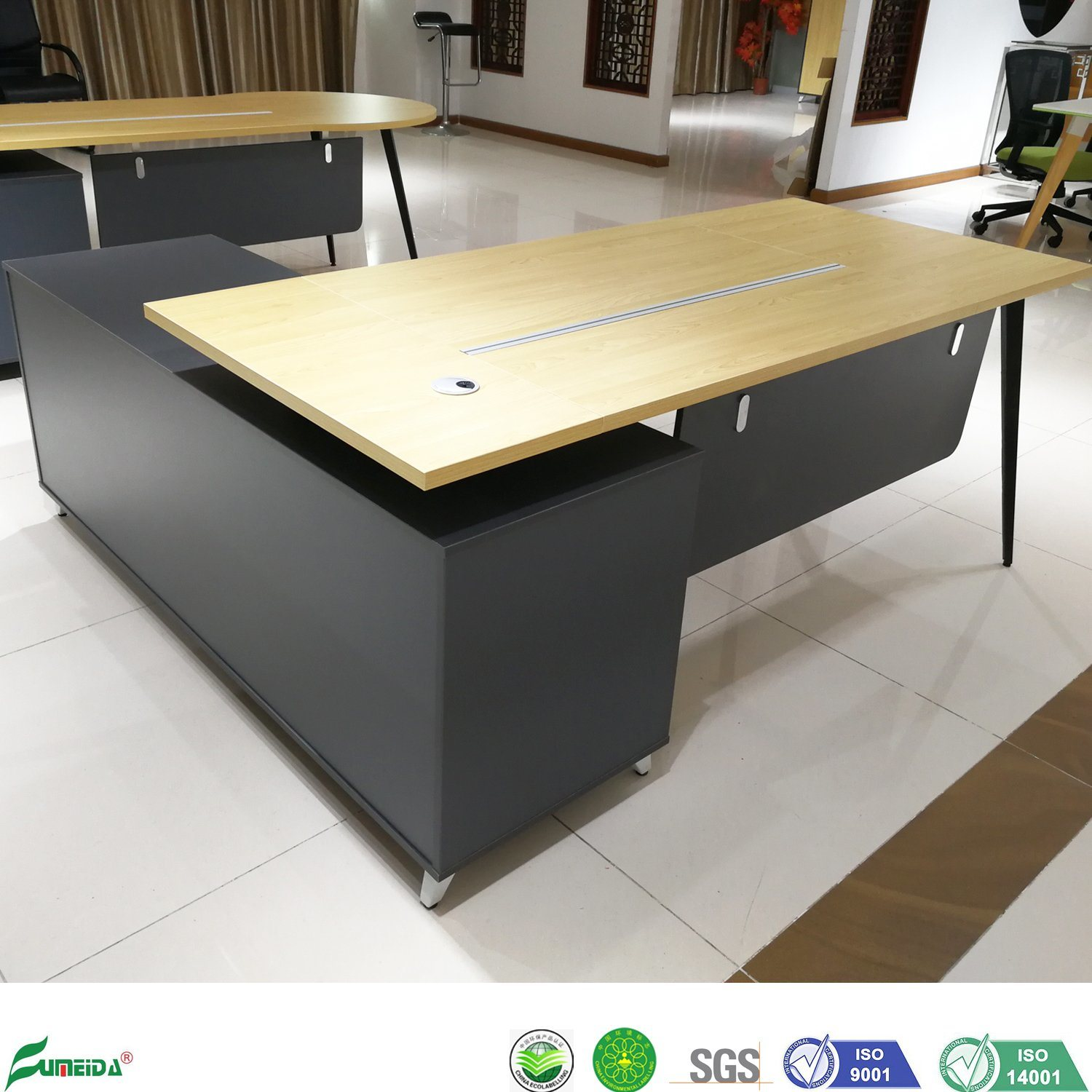 - China Simple Design Gaming Computer Desk Wooden Office Table