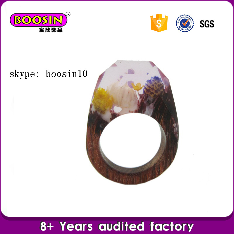 Custom Fashion Real Flower Jewelry Natural Wood and Resin Rings pictures & photos