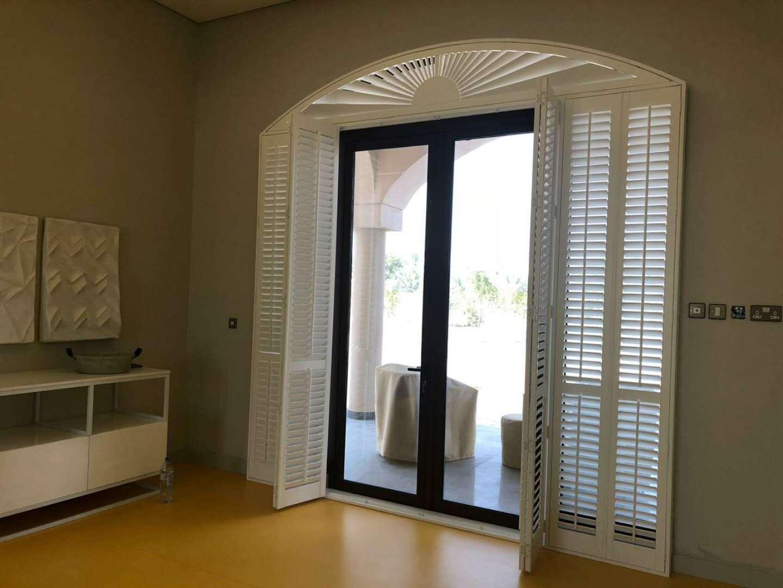 China Decorative Wihte Sun Adjustble Bi Fold Window Shutter