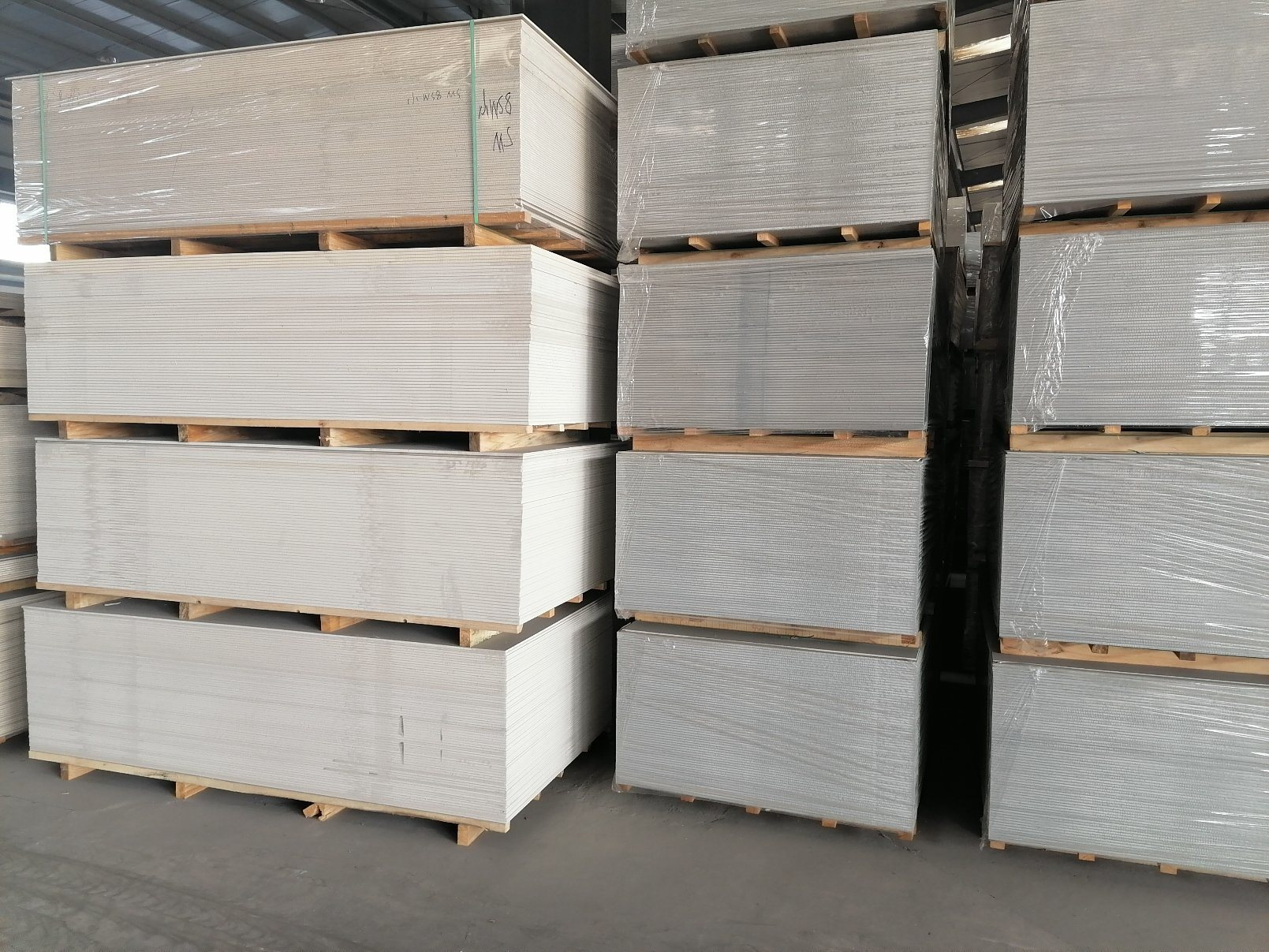 China Fiber Cement Calcium Silicate Sheet Light Weight 100 Non Asbestos High Strength Fireproof Waterproof Partition Flloring Loft Prefab Steel Structure Houses Photos Pictures Made In China Com
