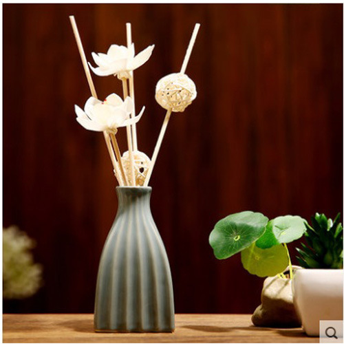 China Hot Sale 50ml Ceramic Vase With Aroma Oil For Home Reed