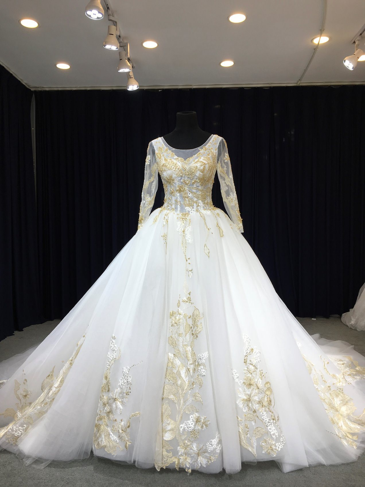 China Aoliweiya Made By Sketch Gold Applique Wedding Dress: Gold Applique Wedding Dress At Reisefeber.org