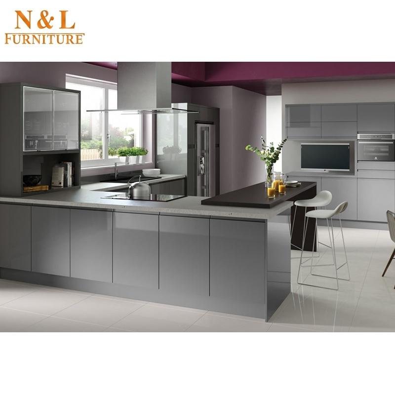 Foto de Muebles de madera de color gris brillante de alta cocina ...