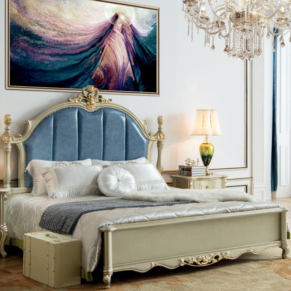 Antike Schlafzimmer-Möbel mit hölzernem Bett und Garderobe (329 ...