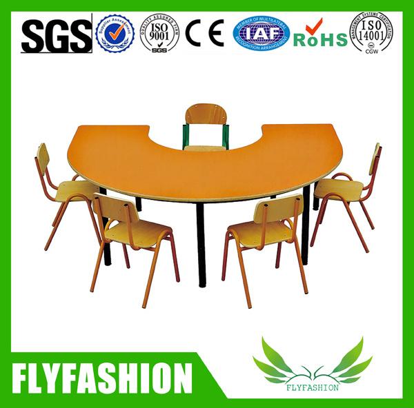 Foto de Vivero utiliza muebles niños sillas y mesa de estudio (SF ...