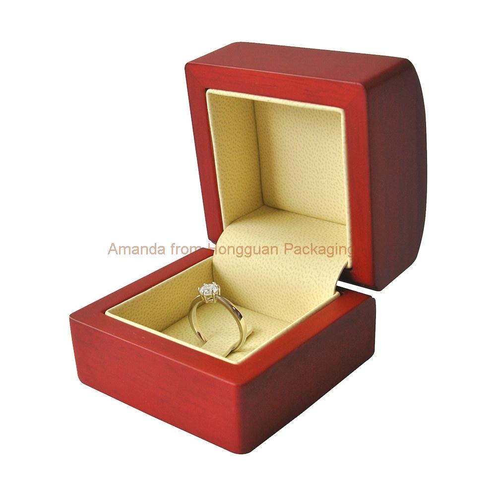 다채로운 색상의 목재 보석 선물 상자