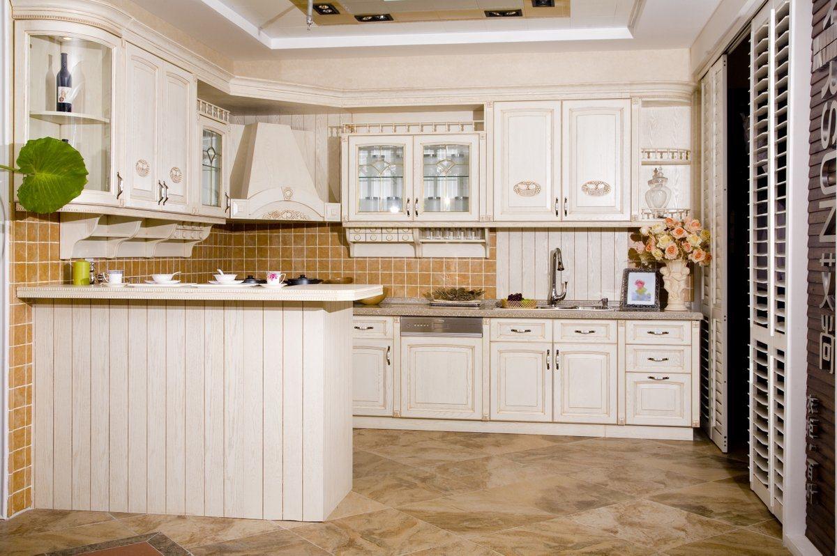 Dise o blanco de los muebles de la cocina de la melamina for Cocinas con gabinetes blancos