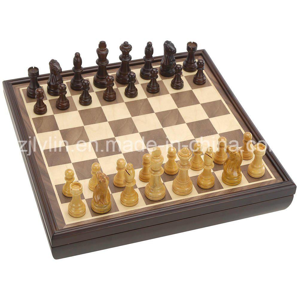 شطرنج خشبيّ مترف