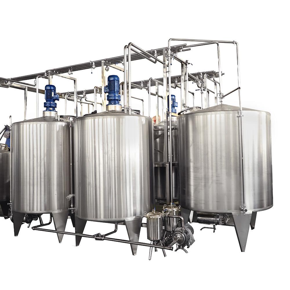 Jugo de depósito mezclador de bebidas por una botella de la fábrica de bebidas