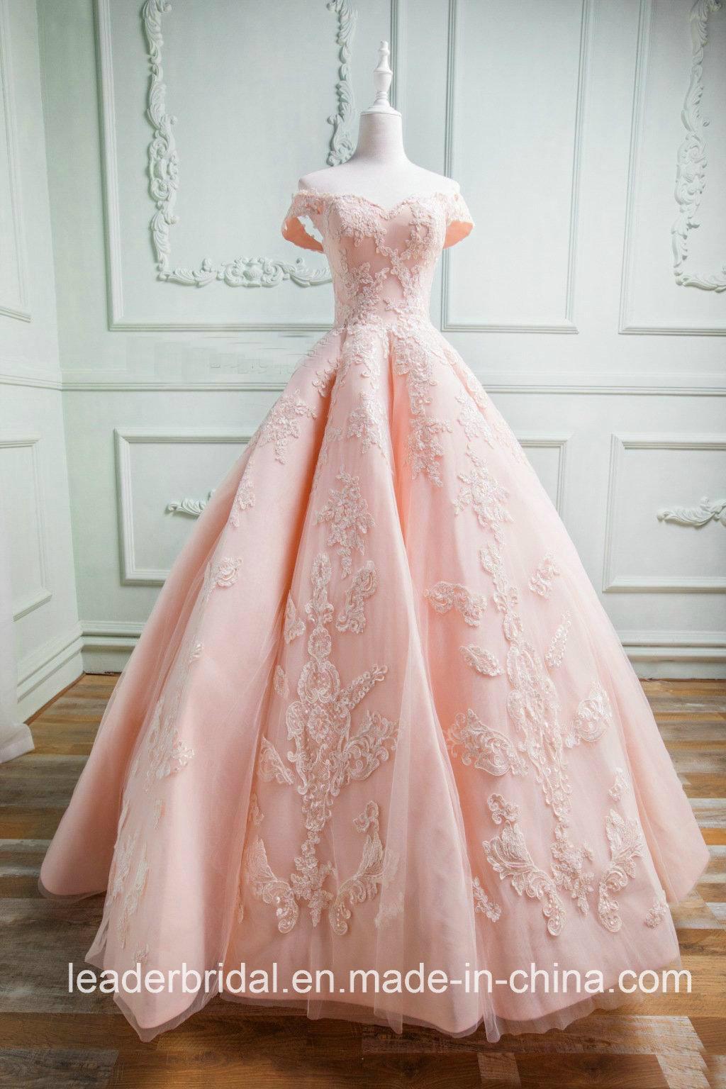 Foto de El casquillo envuelve el vestido de bola nupcial del baile ...