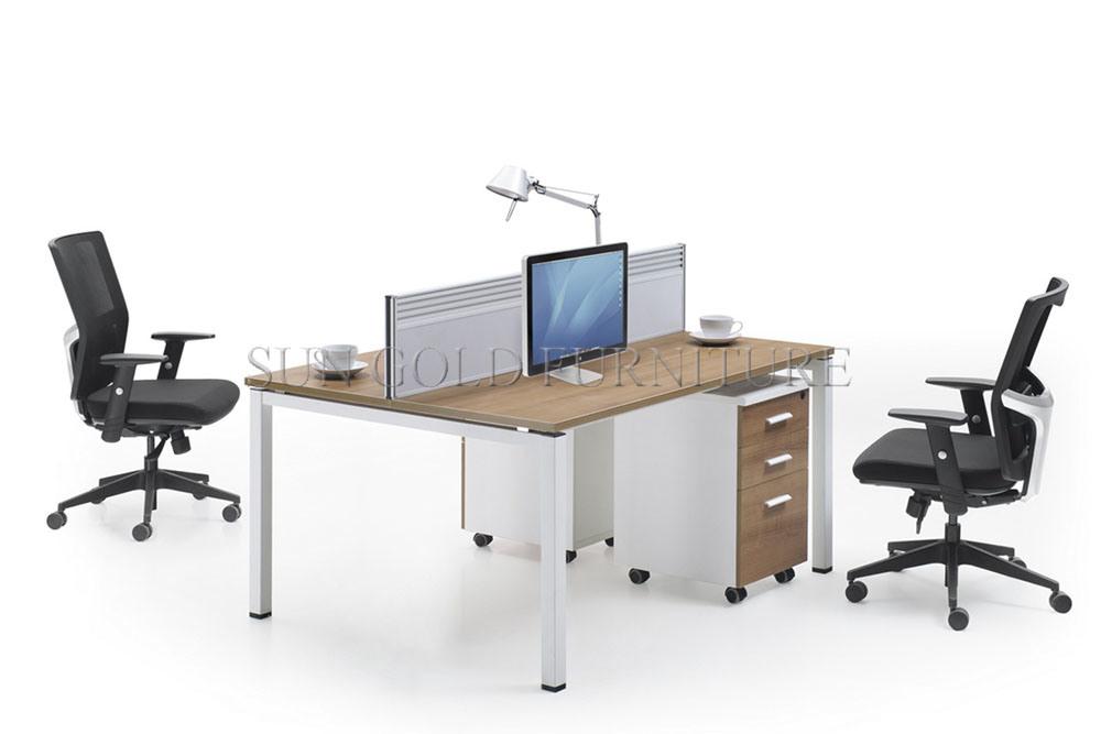 Arbeitsplatz büro schreibtisch Kleines Personen-Arbeitsplatz-Bedienpult des Arbeitsplatz-Computer ...