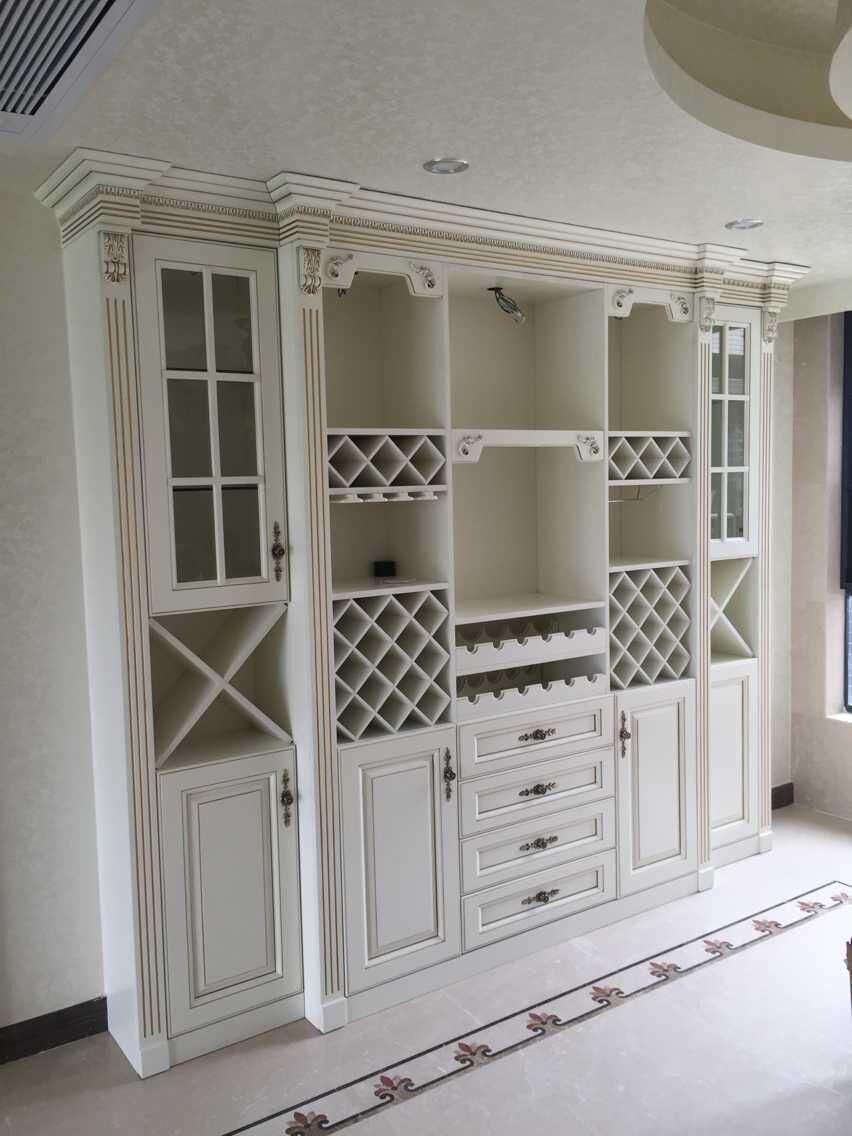 Foto de Blanco antiguo comedor estante de vino armarios ...