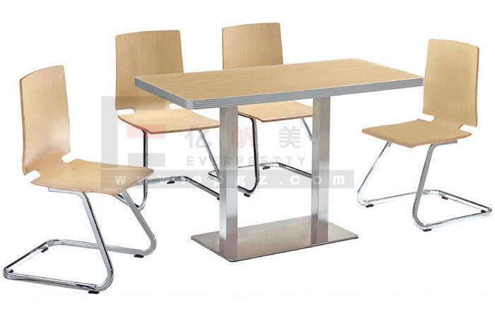 Foto de Mesa de comedor de madera y silla para habitación de ...