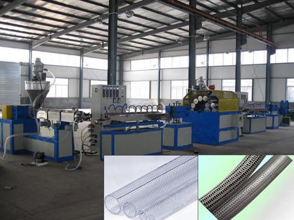 En PVC flexible renforcé de fibre de la ligne de production
