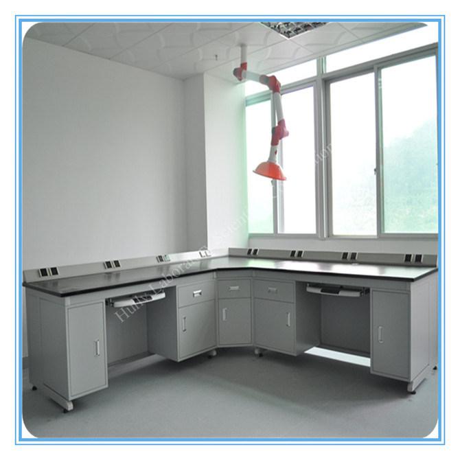 Foto de Moderno Laboratorio de Computación de la esquina de la ...
