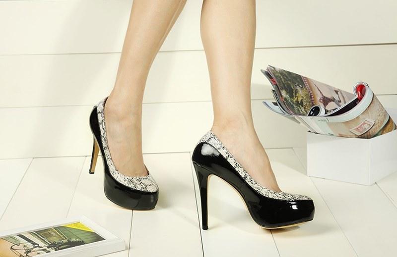 女性ハイヒールの靴の新式
