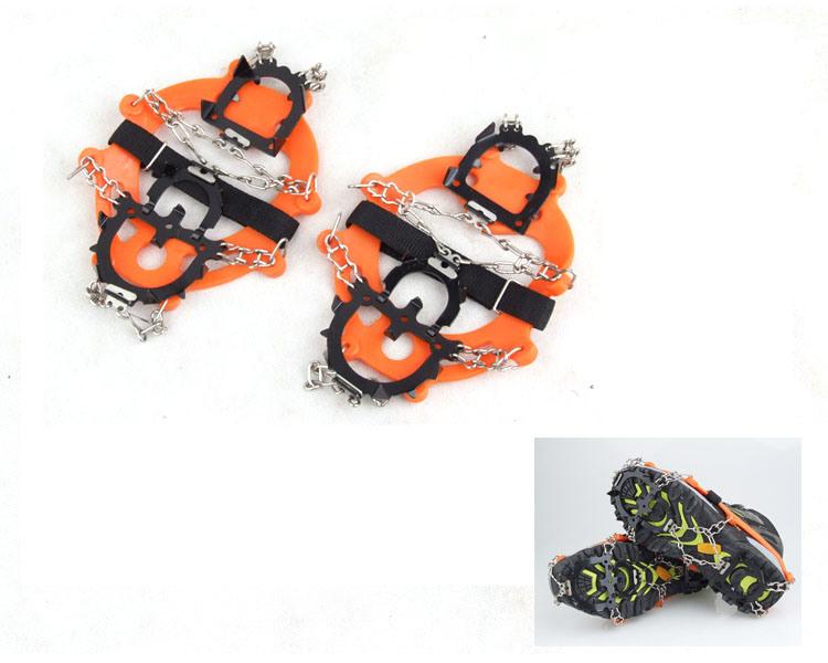 1つのペアの12スタッドのスパイクのスリップ防止靴はカバー氷のグリッパーの雪鎖のCramponsを起動する