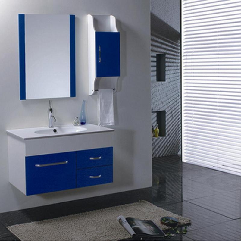 Pared moderno cuarto de baño de color azul oscuro, estilo ...