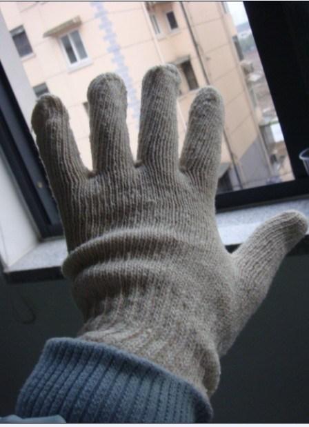綿の手袋の自然で白い産業手袋