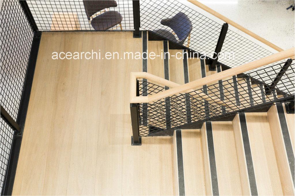 De dubbele u vormige moderne houten trap van langsliggers met