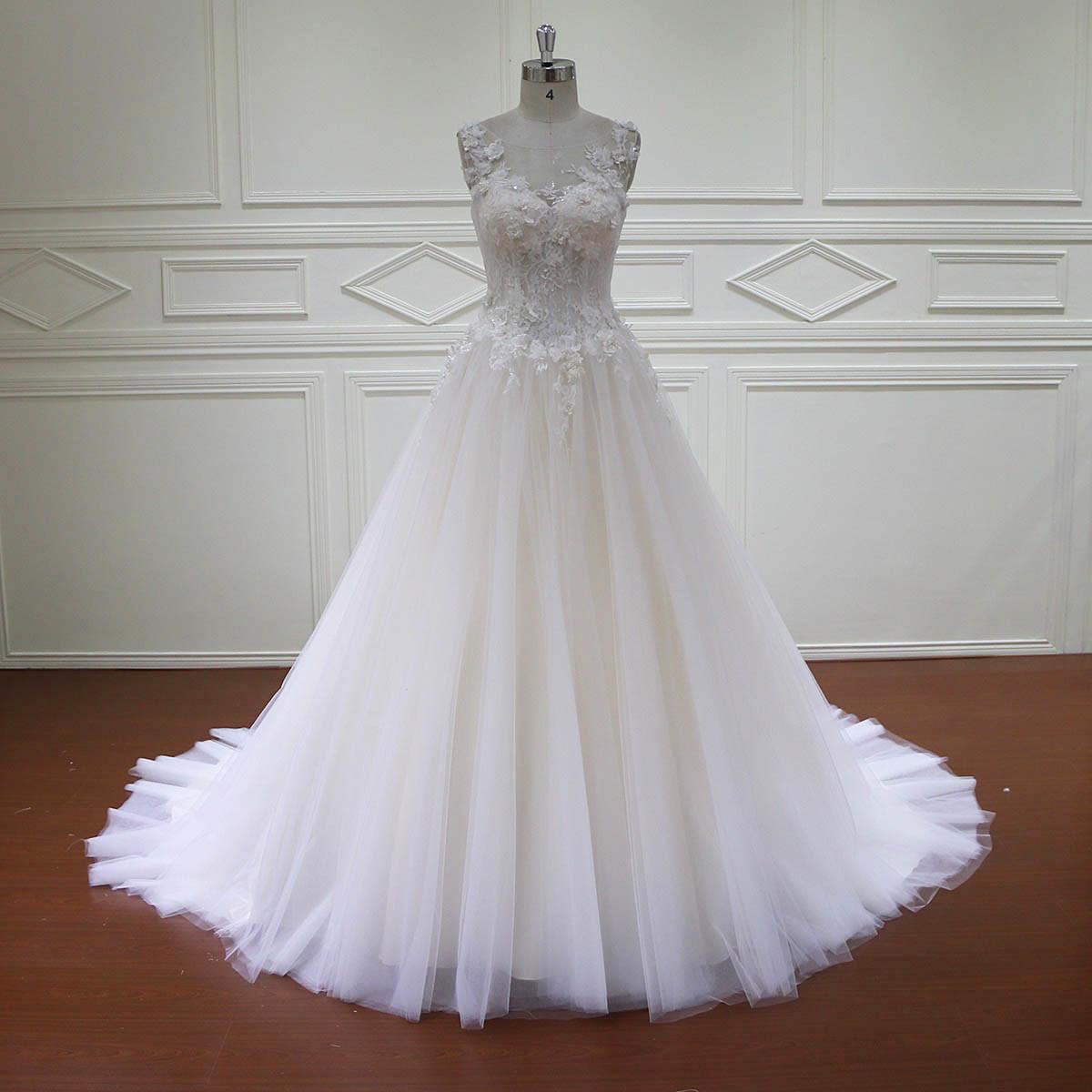 A - Zeile 3D blüht die Spitze, die Brautkleider bördelt foto auf de ...