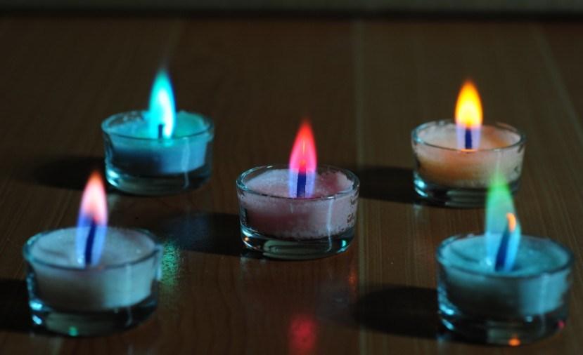 Candela di vetro di Tealight della fiamma di colore