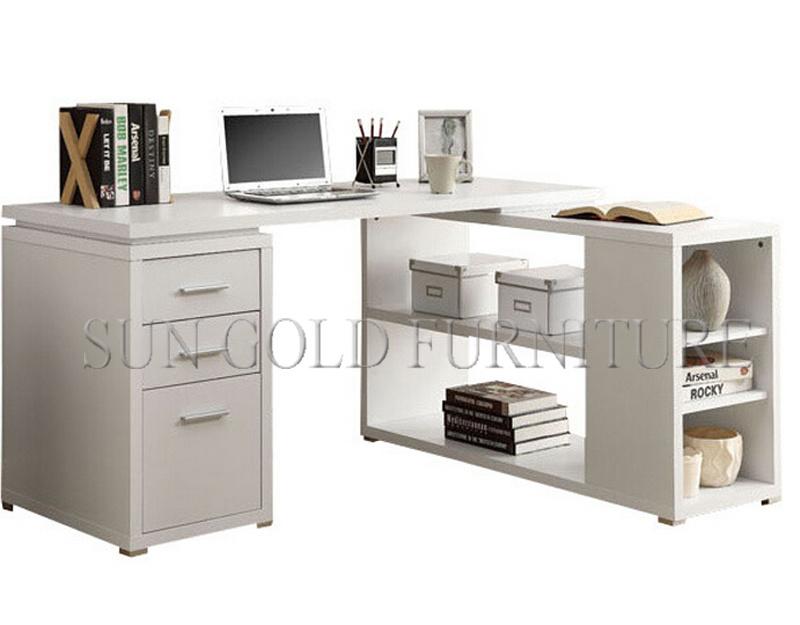 Bureau ordinateur moderne: ordinateur portable sur la table de