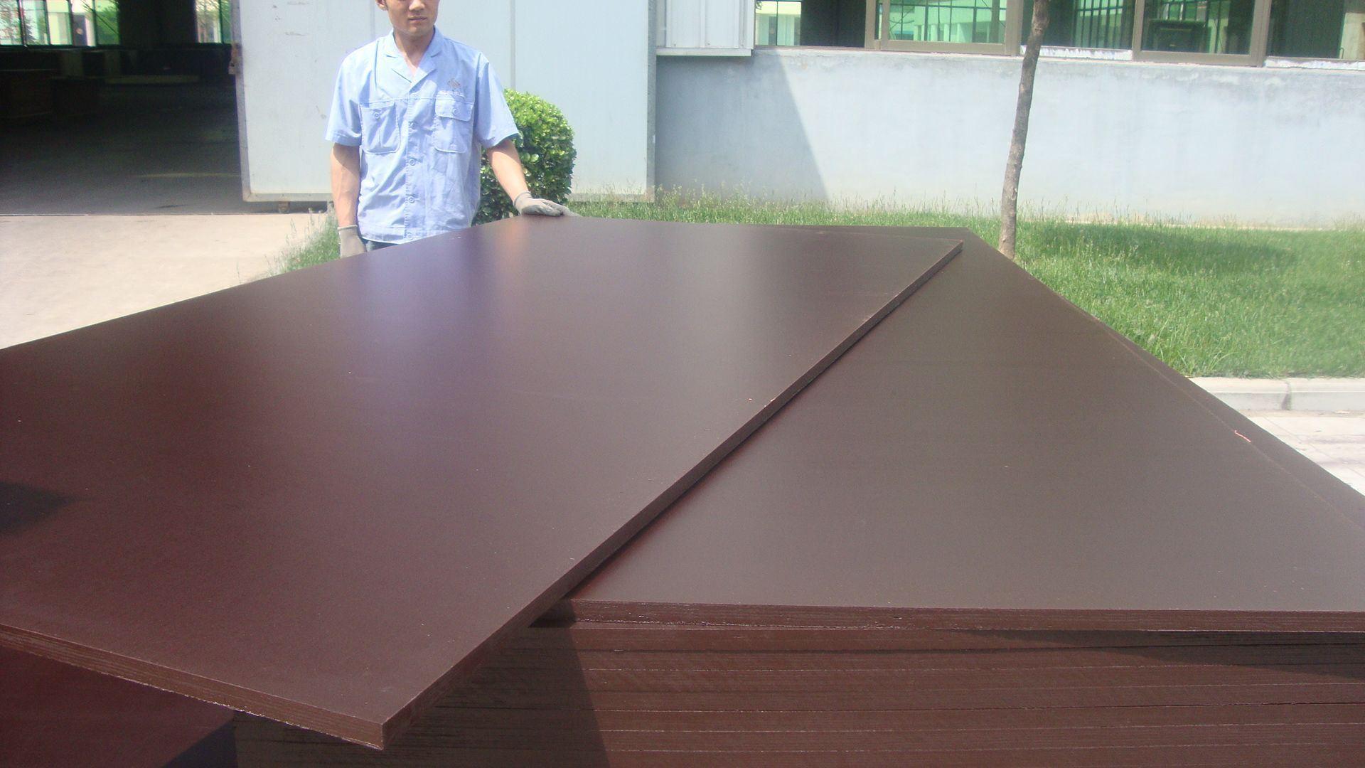 Coffrage en contreplaqu brun film face contre plaqu pour - Plaque contreplaque marine ...