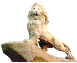 La sculpture - lion rugissant