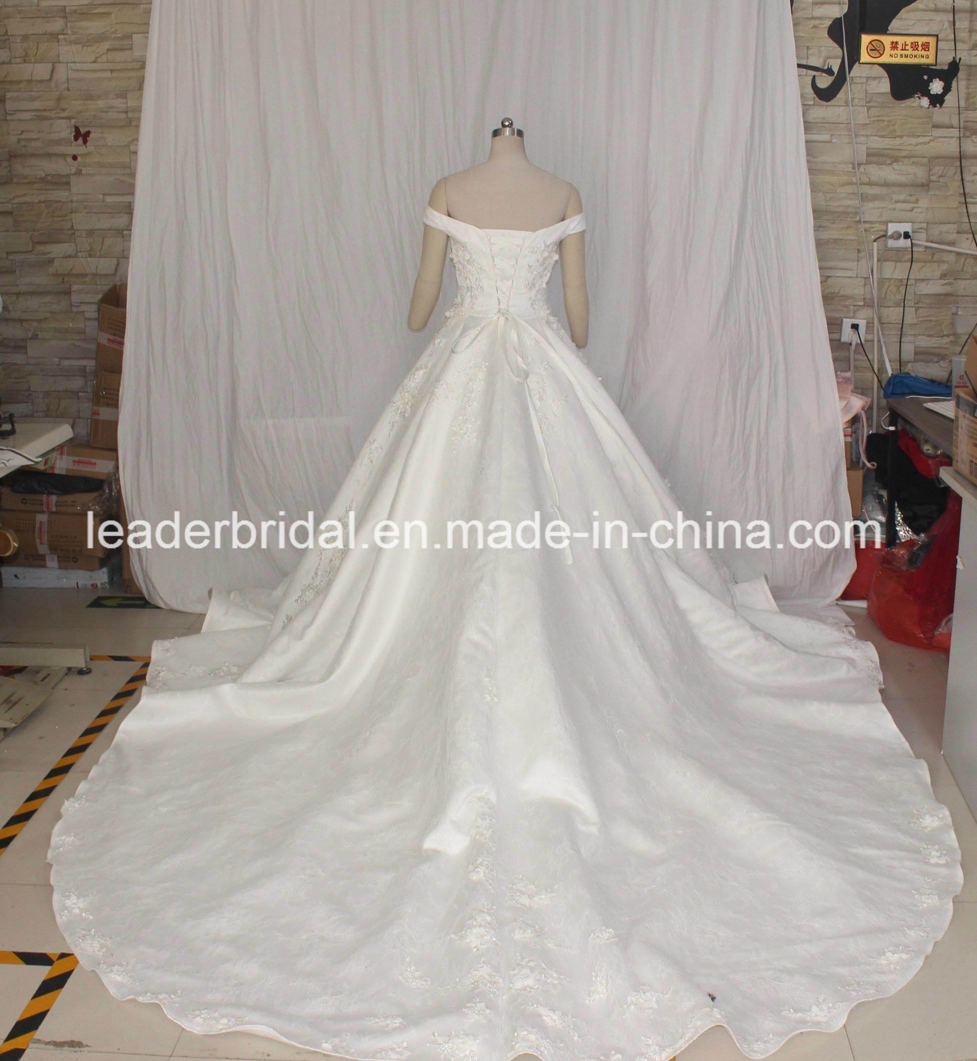 Boule hors de l'épaule robes de mariée de luxe Puffy dentelle perlée Robes  de mariée 2019 lb1828