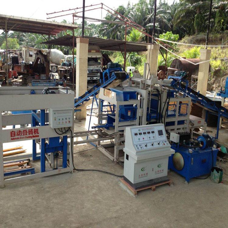La línea de producción completamente automática máquina de ladrillos de interbloqueo Fully-Automatic
