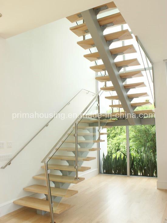 Foto de vidrio interior escaleras de madera en forma de u for Escaleras en u