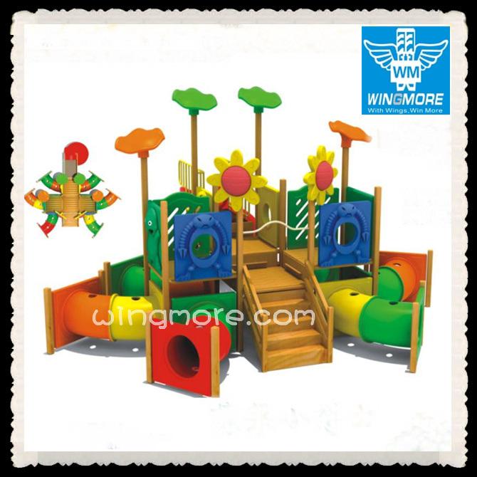 Het houten OpenluchtMateriaal van de Speelplaats (yst-5301)