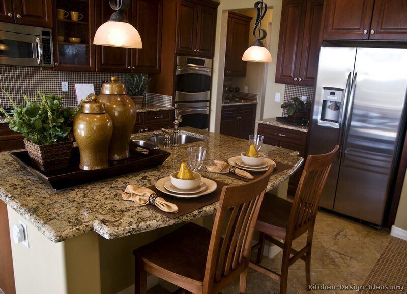 Foto de muebles de cocina de madera maciza de cerezo for Muebles de cocina oscuros