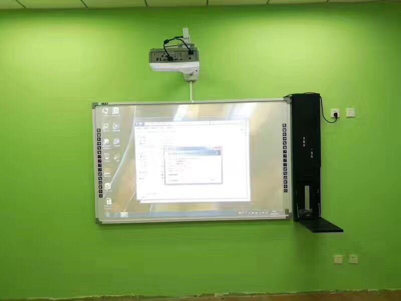 Facili interattivi installano il quadro comandi