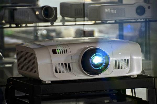 10000 lúmenes de brillo para grandes recintos proyector 3LCD Proyector de cine digital (PLWU8600F)