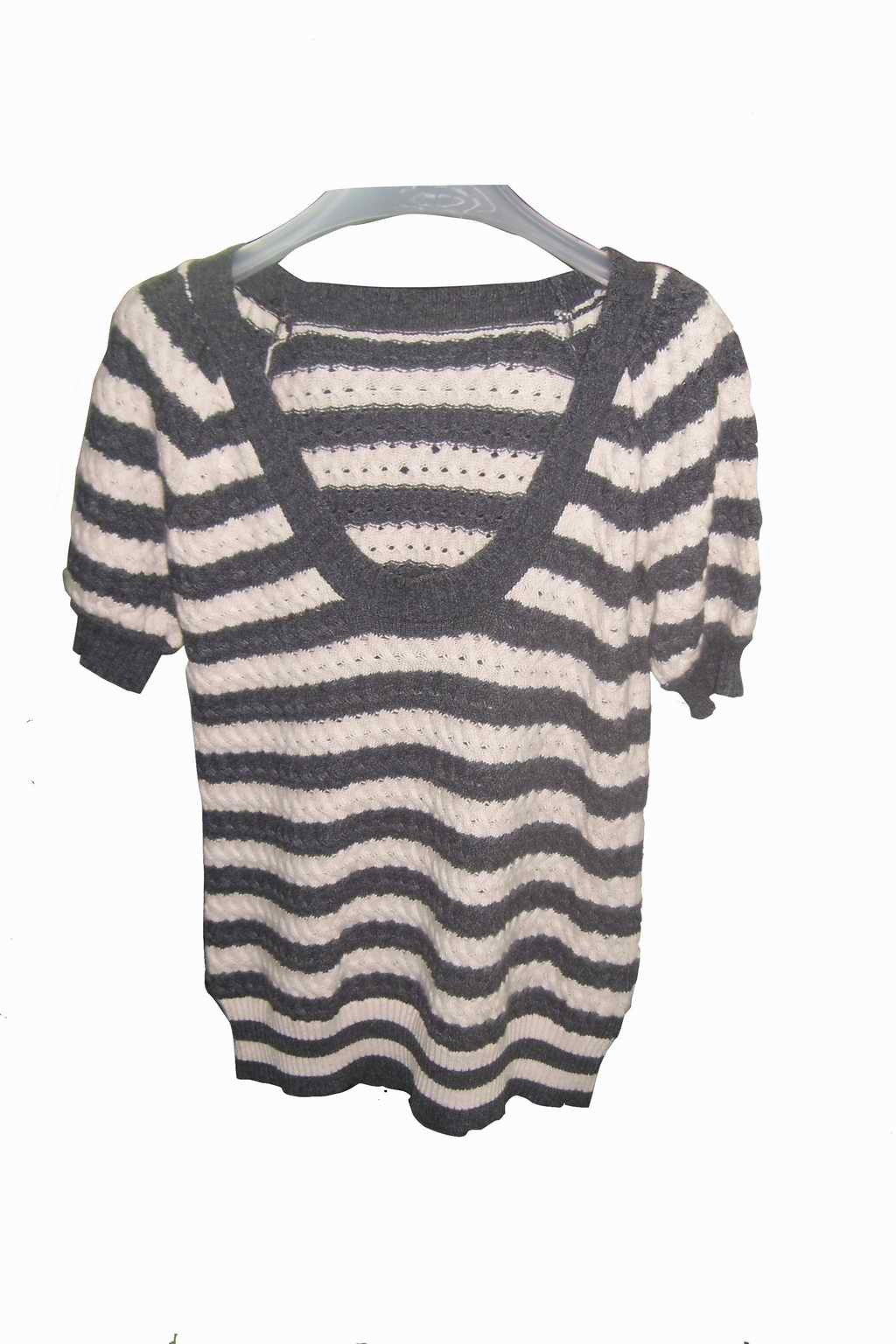 스웨터 복장이 숙녀 유행에 의하여 12gg 뜨개질을 했다