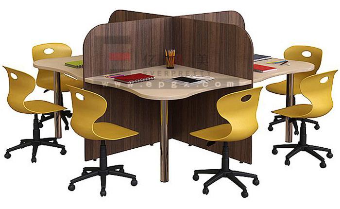 Faire un bureau en bois de palette des modèles par nafeuse