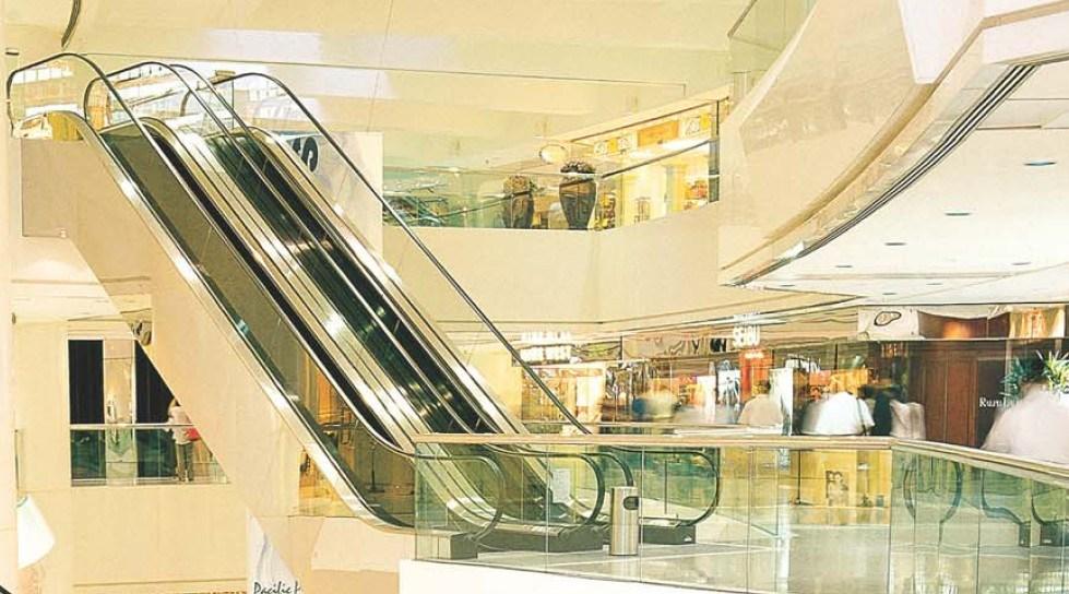 쇼핑 마켓, 슈퍼 마켓의 에스컬레이터를 이동합니다