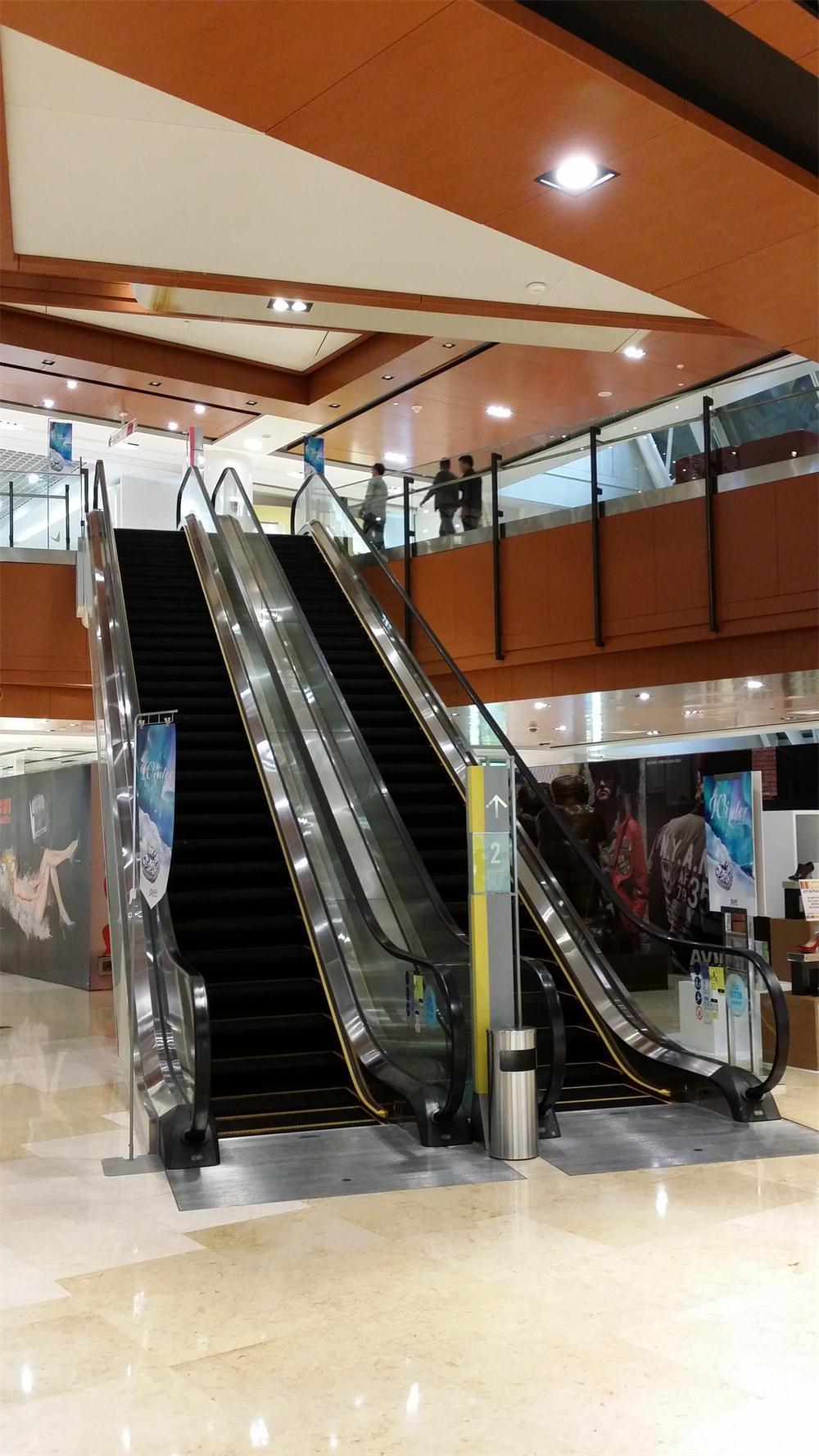 China ha hecho una buena escalera mecánica para el aeropuerto