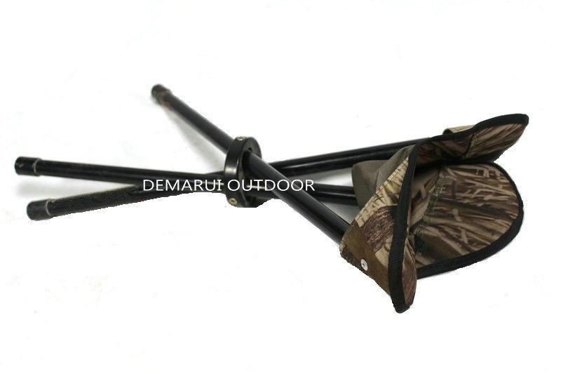 Sgabello rotativo piegante del triangolo per caccia foto su it