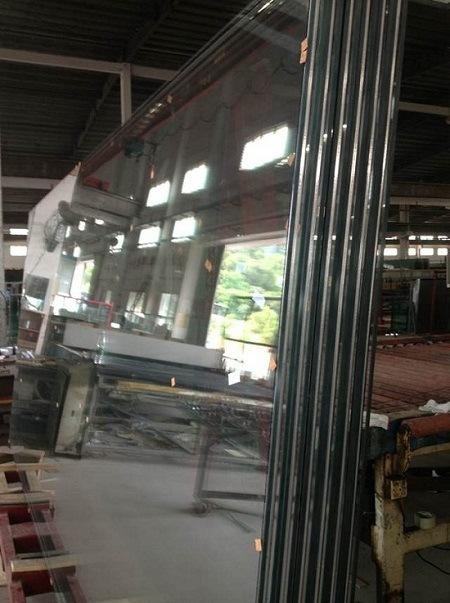 建物のための絶縁された低放射率ガラス