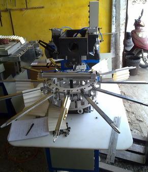 完全自動切抜き機械(250)